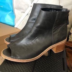 Ecote Open-Toed Booties
